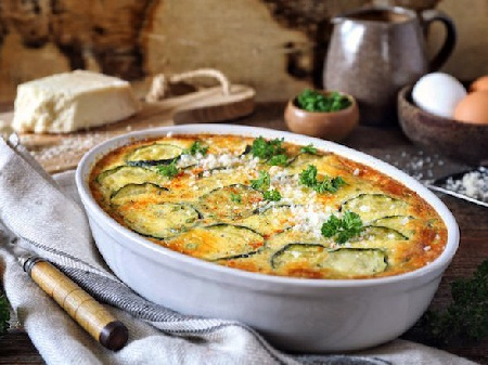 Бърза, лесна и вкусна запеканка с тиквички, сирене, кашкавал и яйца на фурна - снимка на рецептата